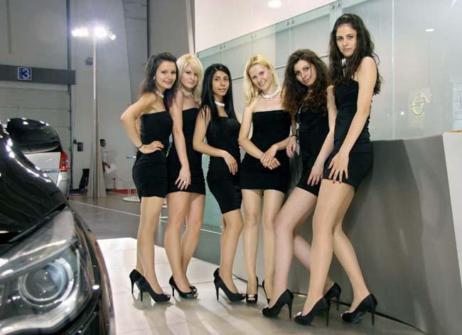"""Момичетата на """"Опел"""" превърнаха марката в неустоима. Снимка: e-vestnik"""