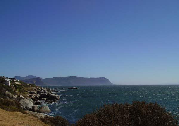 Нос Добра надежда отдалеч - най-южната точка на африканския континент. Снимки: авторката
