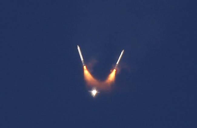 Снимки от предпоследния полет на совалката