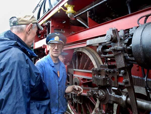 Парният локомотив 03.12, който тегли т. нар.