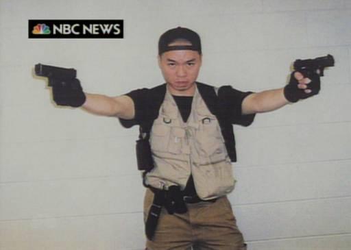 Студентът Чо Шонг Хуи е изпратил тези свои снимки в NBC News малко преди да убие 32-ма свои колеги. Пратката съдържа и видеозапис с предсмъртна реч. Снимки: Ройтерс/ NBC