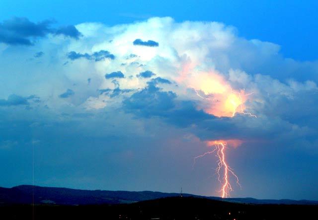 Гръмотевична буря край Враца. Снимка: Impact Press Group