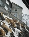 Хотели покрай ж.п. линията високо в  Алпите. Снимка: авторката