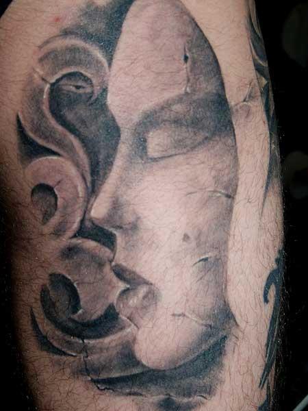 Снимка и татуировка: Емил Сепаревски