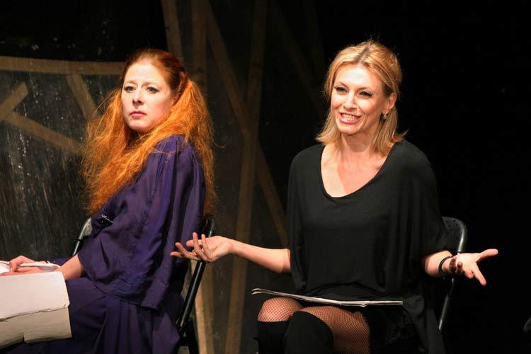 Касиел Ноа Ашер и Лилия Маравиля в сцена от спектакъла