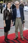 Режисьорът Уди Алън заедно със съпругата си Сун И. Снимка: Ройтерс