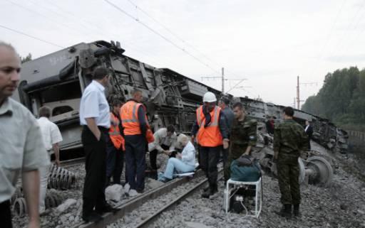 Спасители търсят оцелели от катастрофата. Снимка: Ройтерс