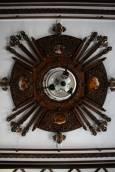 Резбован полилей в Калинчевата къща, която е обзаведена и декорирана в автентичен стил, след конкурс през 2007, който пресъздава облог на тревненските майстори-резбари от преди 200 години. Снимки: авторката