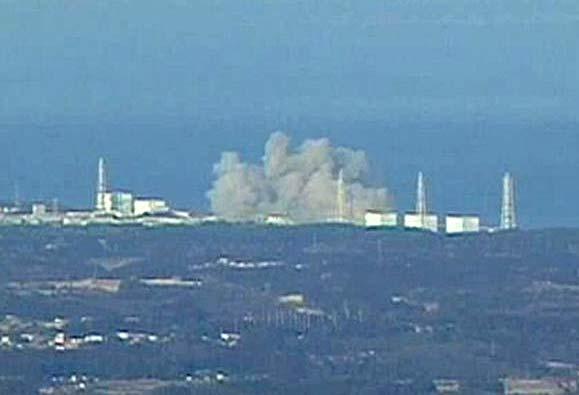 """Взривът в ядрената централа """"Фукушима 1"""". Снимка: от тв екрана"""