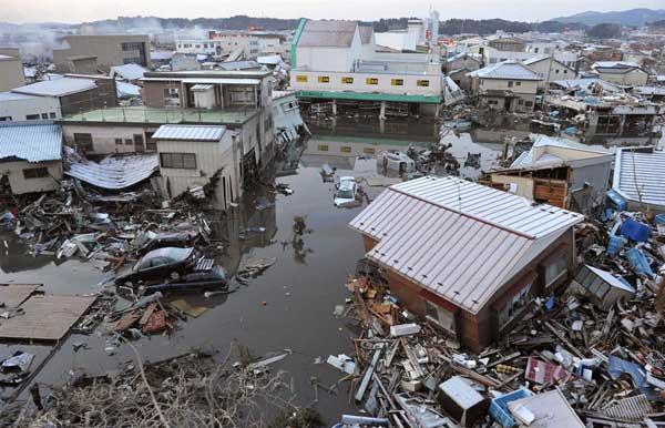 Разрушения в Кесенума, 2 дни след най-силното земетресение в историята на Япония. Снимки: ЕПА/АП/БТА