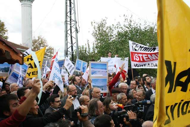 Протестът в село Бейендик край Резово. Снимки: Петър Кърджилов