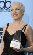 Ани Ленъкс взе награда за особени заслуги. Освен, че е соло изпълнител, тя е и водеща певица в музикалното дуо