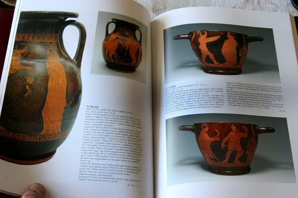 Част от т. нар. кратери в колекцията на Васил Божков, IV век пр. Хр. Това са украсени съдове, използвани обикновено за смесване на вино и вода в древна Гърция. Цената им зависи от това колко са запазени, от стила на изображенията и др. и обикновено варира между 10 и 50 хил. евро според качеството.