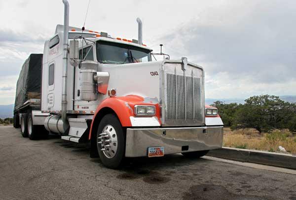 Американските камиони са далеч по-големи, в сравнение с тировете в България. Снимка: Иван Бакалов