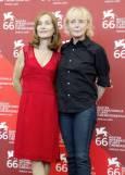 Френската режисьорка Клеър Денис (вдясно) и актрисата Изабел Юпер. Снимка: Ройтерс