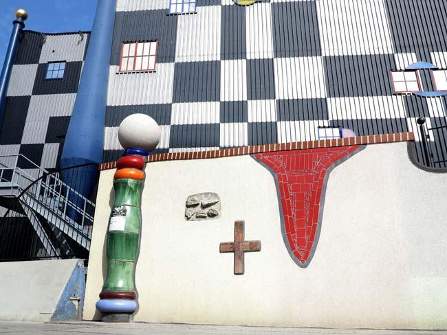 Фасадата на завода-инсинератор