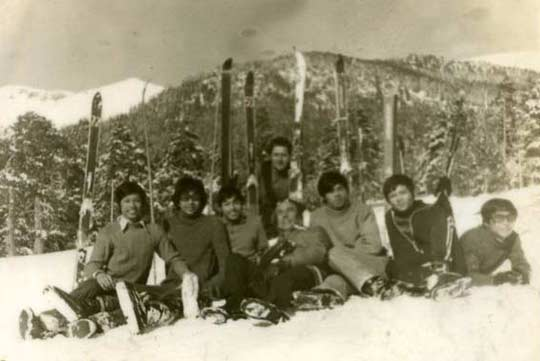 Виетнамски студенти на ски на Витоша. Снимка: Личен архив