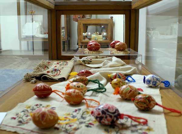 Писаните яйца са изложени във витрини в Етнографския музей Снимка: авторката