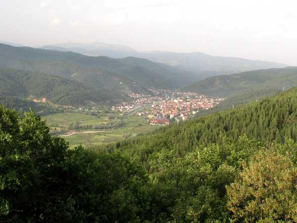 Общ изглед на Якоруда, между Рила и Родопите. Снимки: авторката