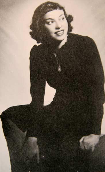 Яна Язова през 30-те години. Снимка: архив на Петър Величков