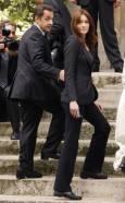 Френският президент Никола Саркози със съпругата си Карла Бруни-Саркози. Снимка : Ройтерс