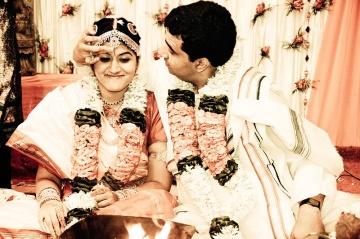"""Подаряват """"меден месец"""" на младоженци в Индия, за да не раждат"""