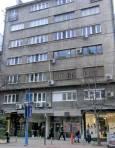 """Масивна тухлена сграда на """"Витошка"""" и отново стъклени витрини до земята. Колко силно земетресение ще издържи тази сграда може да определи само сеизмично обследване. Снимка: e-vestnik"""