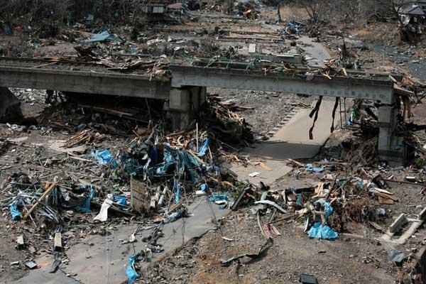Опустошения след цунамито в Япония през март 2011 г. Снимки: ЕПА/БТА